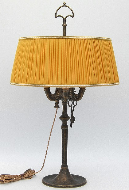 Florentine Large oil lamp antiqued with yellow plissè lampshade
